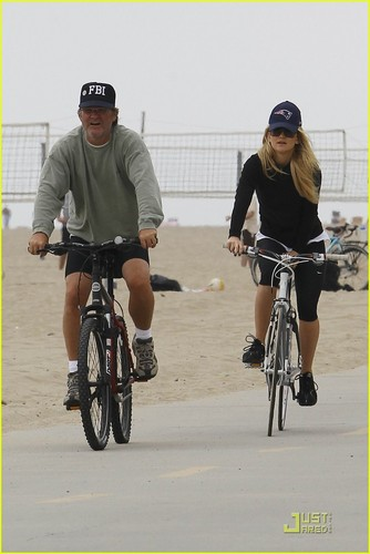 Kate Hudson & Matthew Bellamy Bike with Her Parents