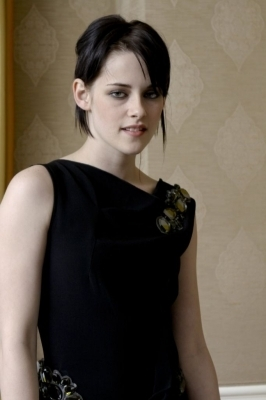 Kristen - New Moon Press Conference (new/old pics)