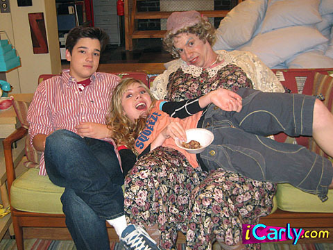 iCarly wallpaper probably with a green beret, fatigues, and battle dress titled Love icarly!!