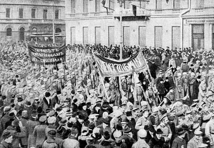 Russian revolution 1917 soldiers demonstration february 1917