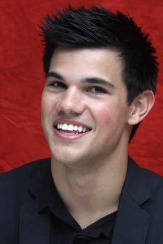 Taylor Lautner fond d'écran probably containing a business suit, a well dressed person, and a suit titled Taylor <3