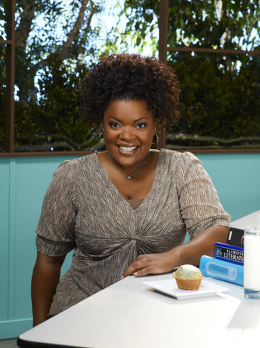 Community wallpaper called Yvette Nicole Brown as Shirley
