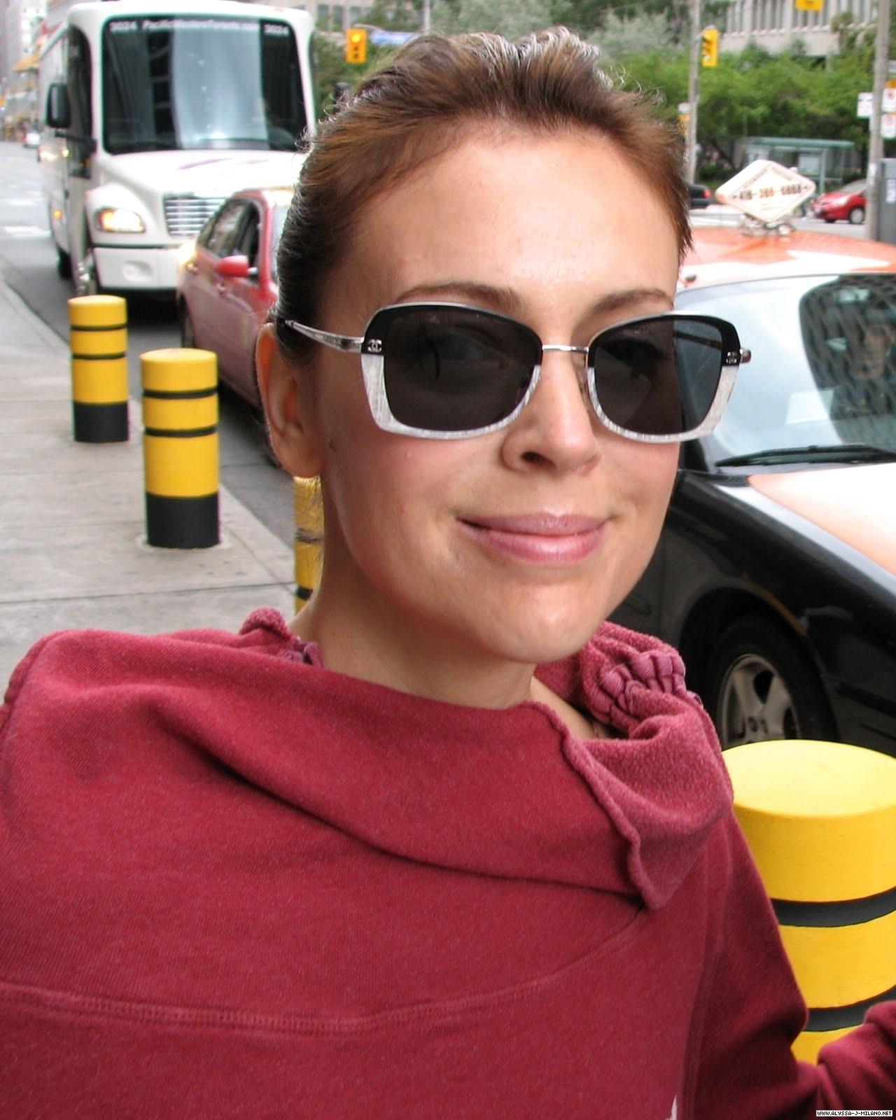 alyssa milano pictures 2010