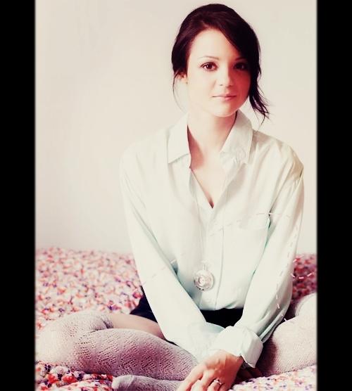 Kathryn Prescott fotos sexy