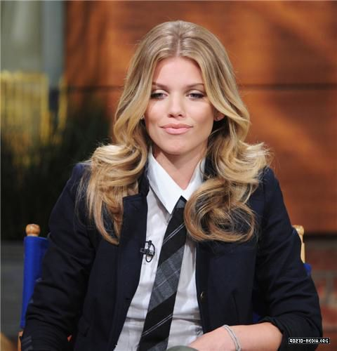 2010-09-22 AnnaLynne McCord Appears on the PIX Morning Show