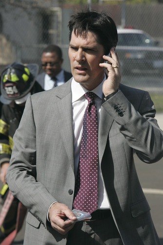 SSA Aaron Hotchner پیپر وال containing a business suit, a suit, and a three piece suit called Ashes and Dust (HQ)
