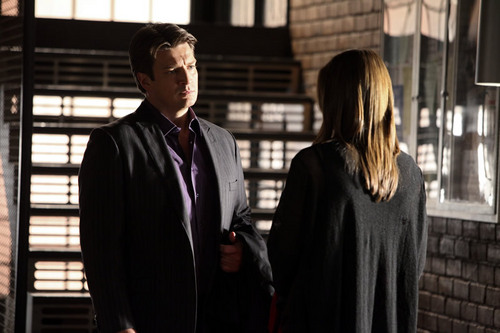 замок & Beckett Обои possibly with a business suit called Castle_3x02_He's Dead, She's Dead_Promo pics