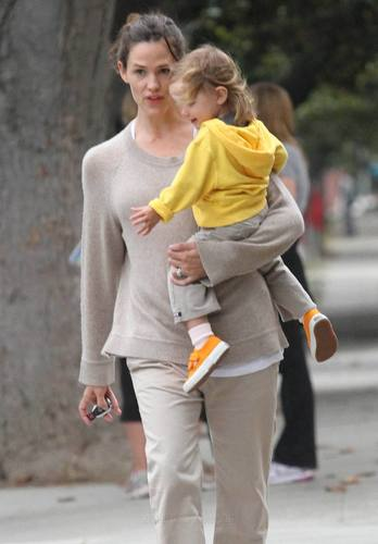 Jen out and about with 제비꽃, 바이올렛 & Seraphina 9/21/10