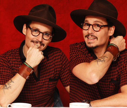 Johnny Depp Hintergrund containing a fedora, a boater, and a campaign hat entitled Johnny Depp