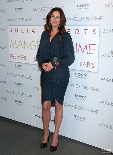 "Julia @ ""Eat, Pray, Love"" Paris Premiere"
