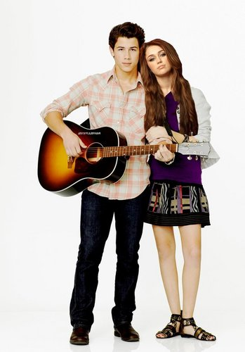 Miley Cyrus and Nick Jonas 바탕화면 entitled Nileyluv.....♥