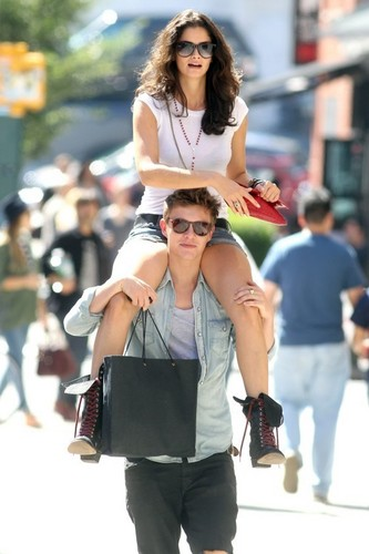 Photos Of Xavier Samuel With Girlfriend In NYC!