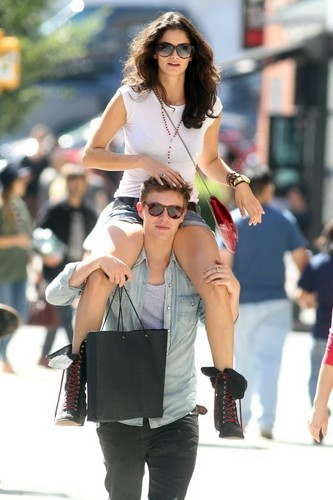 चित्रो Of Xavier Samuel With Girlfriend In NYC!