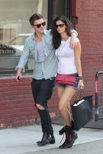 mga litrato Of Xavier Samuel With Girlfriend In NYC!