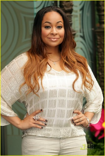 Raven Symone & Mae Whitman: Tinker cloche, bell Gets a Star!