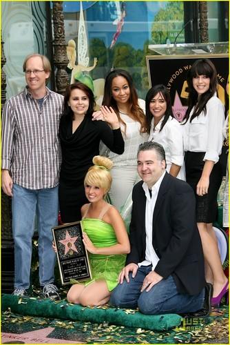 Raven Symone & Mae Whitman: Tinker kengele Gets a Star!