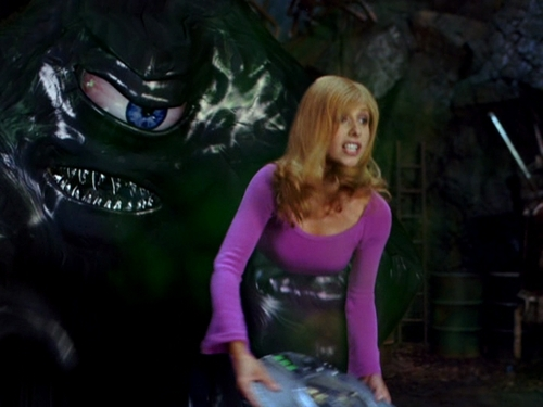 Sarah Michelle Gellar wallpaper possibly containing a hip boot entitled Sarah in Scooby Doo 2: Monsters Unleashed
