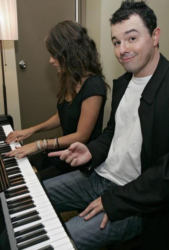 Seth MacFarlane wallpaper with a pianist called Seth and Mila