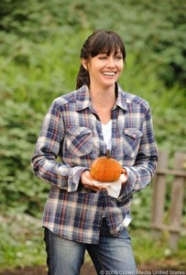 Shannen Doherty GROWING THE BIG ONE