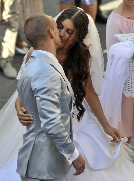 wesley sneijder wife. Wesley getting married with
