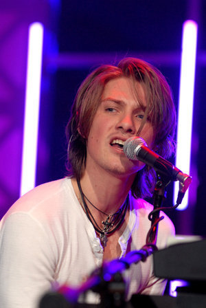 tay - hanson Photo