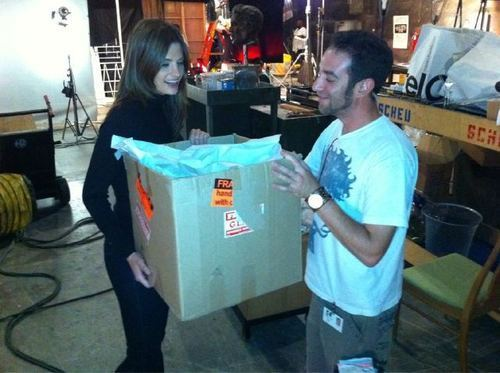 Stana gets delivery on set.