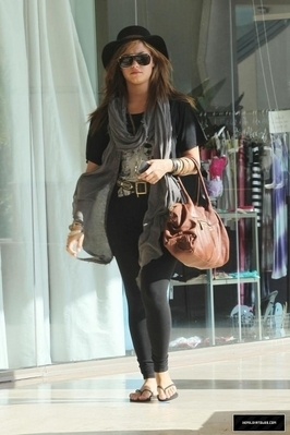 9-22-10 Shopping at Urban Outfitters in LA