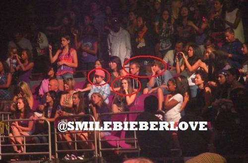 Chris,Ryan,Caitlin & Chaz in Justin সঙ্গীতানুষ্ঠান