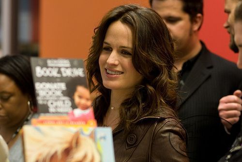 Elizabeth at the NEW MOON DVD release!