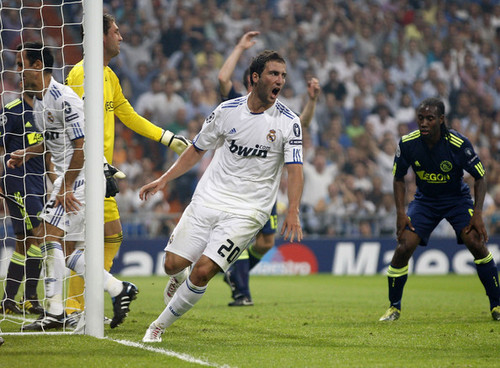 Higuain playing for Real Madrid
