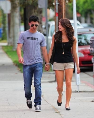Joe & Ashley holding hands 9/28