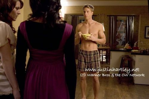 Justin Hartley wallpaper possibly containing a jantar dress and a coquetel dress titled Justin <33