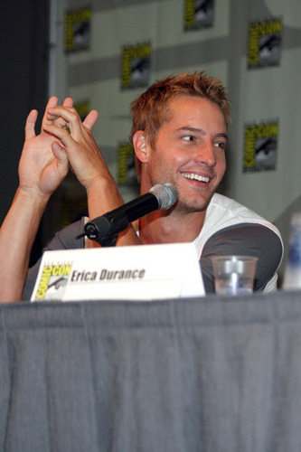 Justin Hartley Hintergrund probably with a konzert entitled Justin <3333333