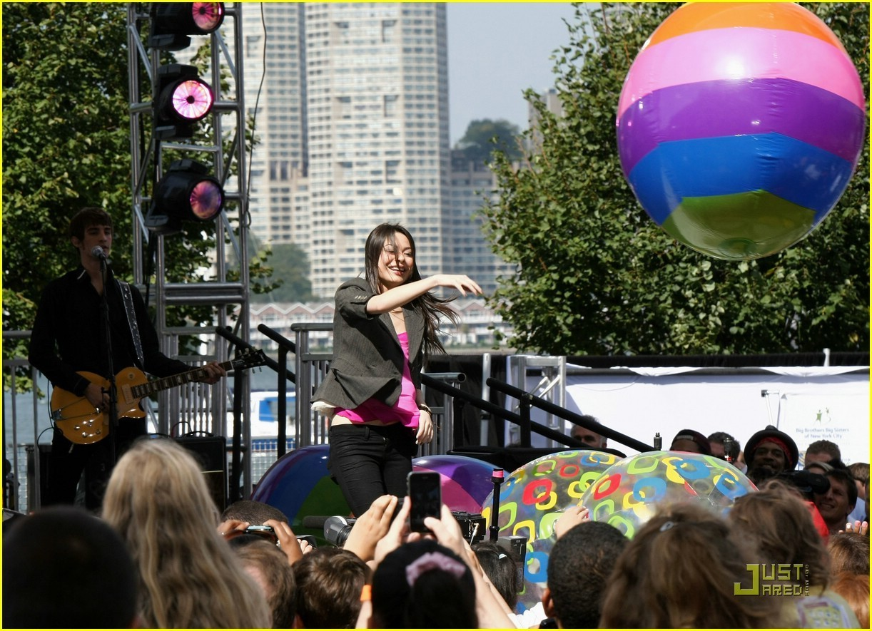 Miranda Cosgrove: Worldwide Day of Play Pretty - miranda-cosgrove photo