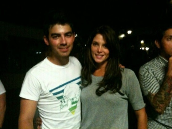 New photo Of Ashley Greene & Joe Jonas At The Vampire Weekend Concert!