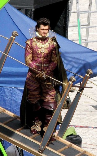 Orlando Bloom on the set of 'The Three Musketeers' at Residenz Würzburg (September 16)