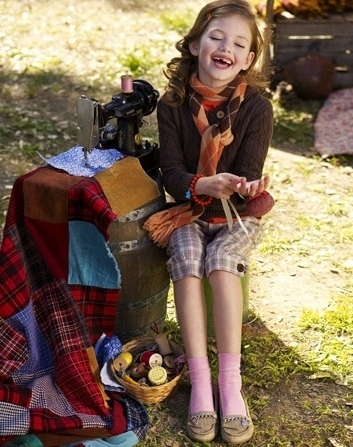 Renesmee giggling at Daddy