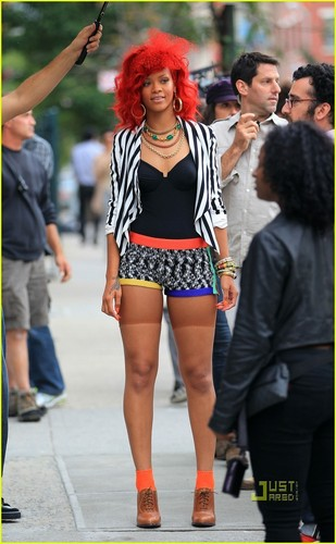 "Rihanna on set ""What's My Name"" Muzik Video"