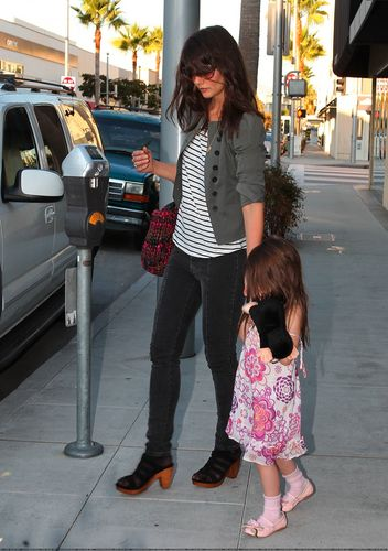 Suri shopping in Beverly Hills with Katie