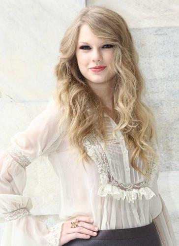 Taylor Swift at Roberto Cavalli fashion show :)