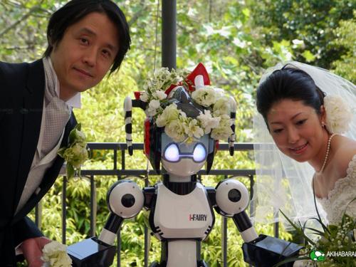 Worl' first robot as wedding celebrant!