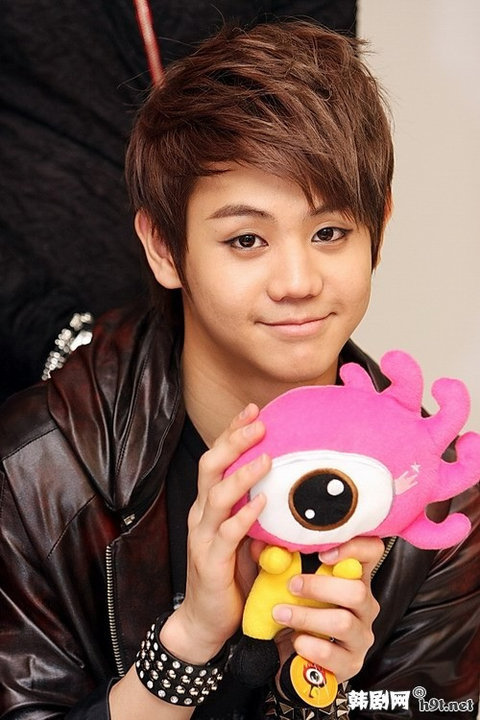 http://images4.fanpop.com/image/photos/15800000/Yoseob-B2st-3-beast-b2st-15840870-480-720.jpg