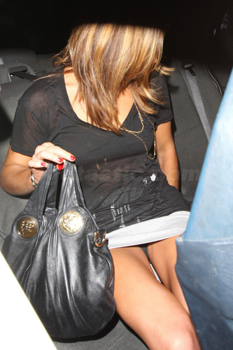 Mafuatano ya Twilight karatasi la kupamba ukuta possibly with a hip boot titled ashley-greene-upskirt-black-panties-03