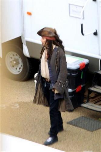 johnny Depp-pirates of the caribbean4 (set) 28 Sept 2010