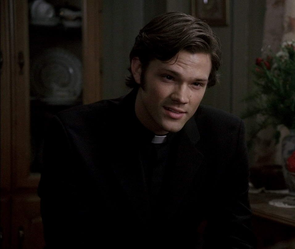 sexy-priest-D-jared-padalecki-15876971-956-808.jpg