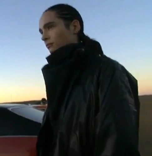 http://images4.fanpop.com/image/photos/15900000/-tom-kaulitz-15928822-486-500.jpg