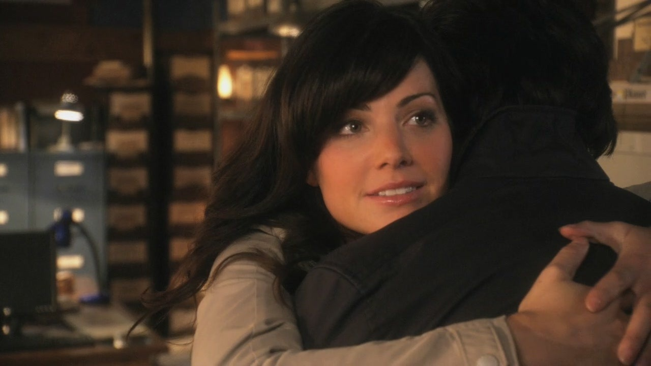 Erica Durance and Tom Welling 10x01 - Lazarus