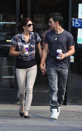 Ashley & Joe out in Loz Feliz