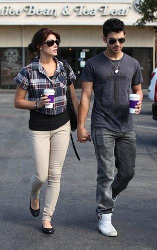 Ashley & Joe out in Loz Feliz