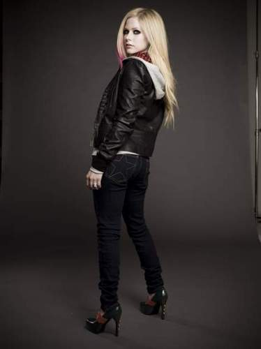 Avril Lavigne پیپر وال with a well dressed person and a hip boot entitled Avril-[UNSEEN] Outtakes [2009-2010]